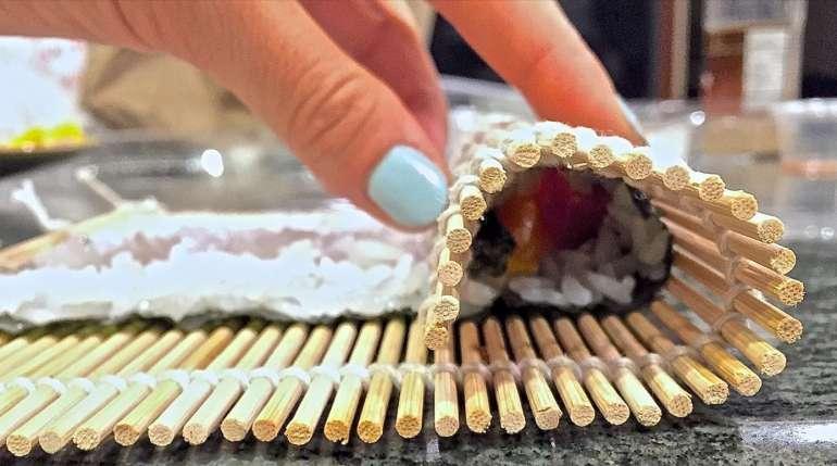 Gli strumenti per cucinare il sushi in casa