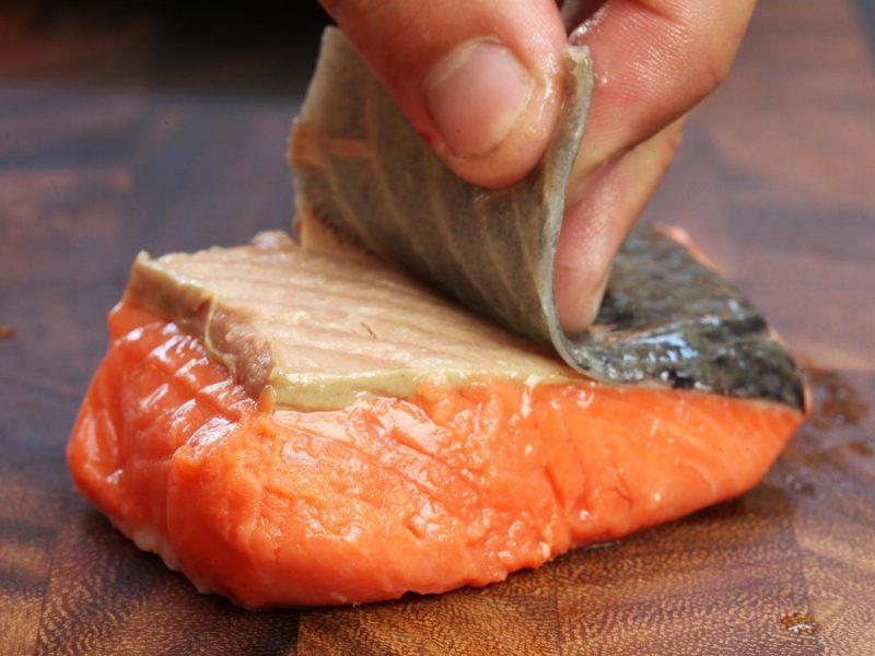Colesterolo: quali sono i pesci grassi che ne contengono di più?