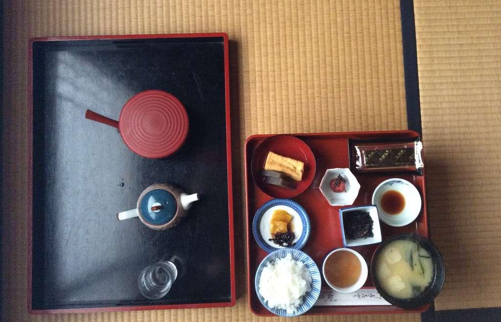 La colazione giapponese (asa gohan)