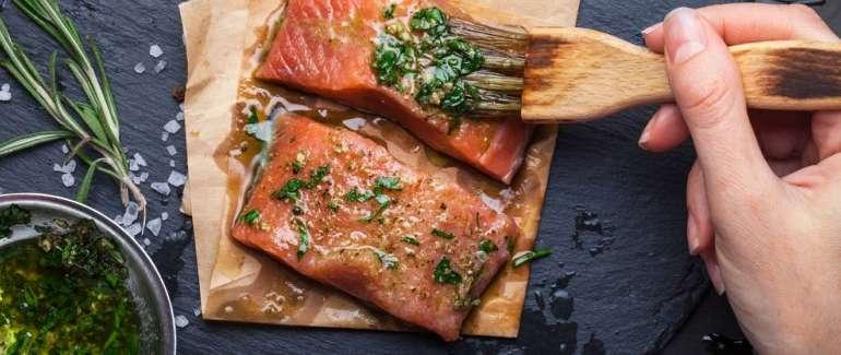 Come accompagnare una cena di pesce? Il vino più adatto al sushi