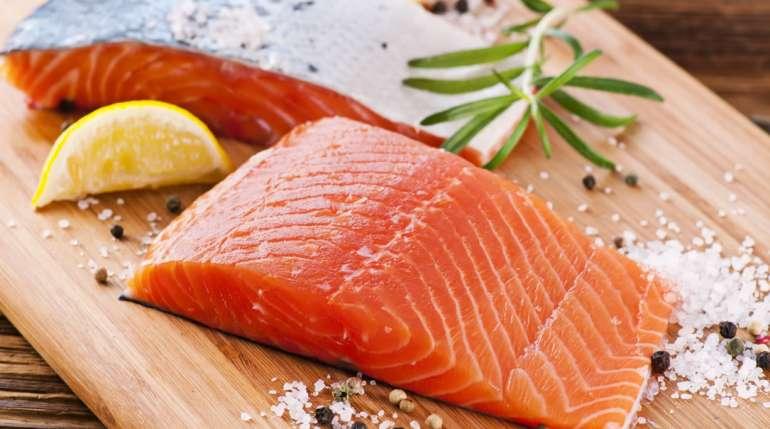 Il salmone affumicato è da considerarsi crudo o cotto?