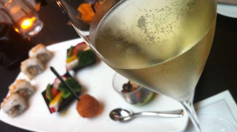 Il nostro aperitivo: SUSHI & DRINK, tutti i giorni dalle 17:00 alle 21:00